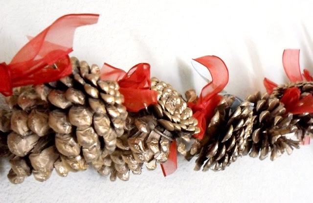 Holiday Pine Cone Garland