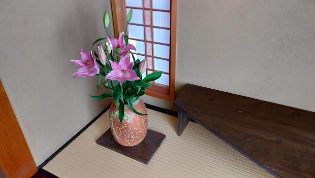 お食事処あかまのきれいな花