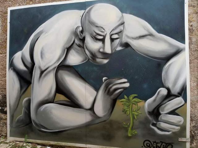 Murale che raffigura uomo con fiore a Erice
