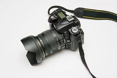 Kamera DSLR adalah