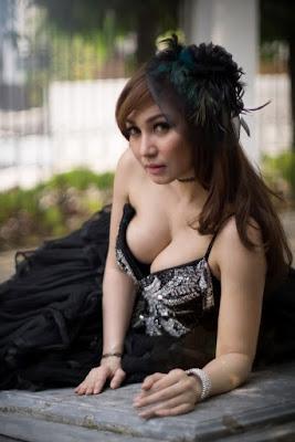 Hunting tema kasual dan elegan dai gaun seksi Baby Margaretha