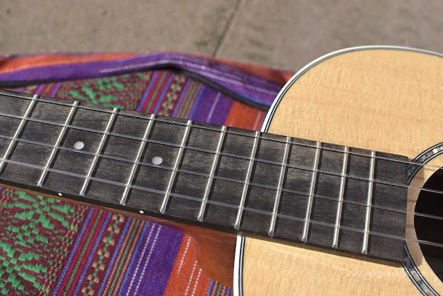 Ohana BK-70 Baritone ukulele fingerboard
