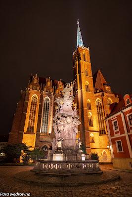 Pomnik św. Jana Nepomucena oraz kościół NMP na Piasku