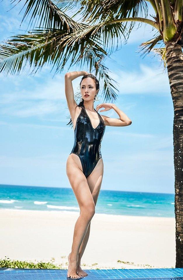 Vũ Ngọc Anh khoe đường cong với bikini họa tiết da rắn 9