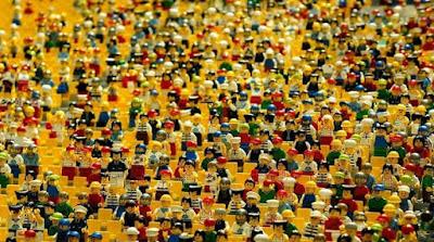 Foto de Multidão de personagens LEGO