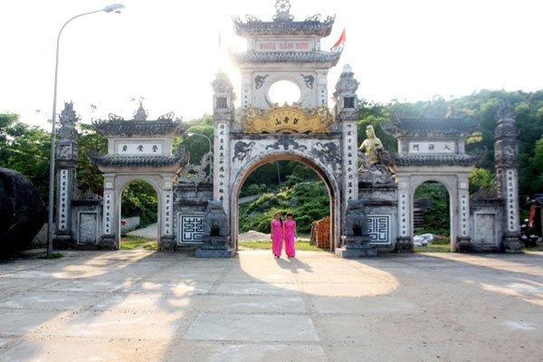 Danh thắng chùa và núi Thiên Cầm