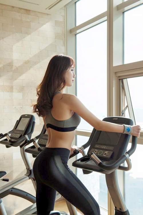 Korean Model Ye JungHwa doing exercise