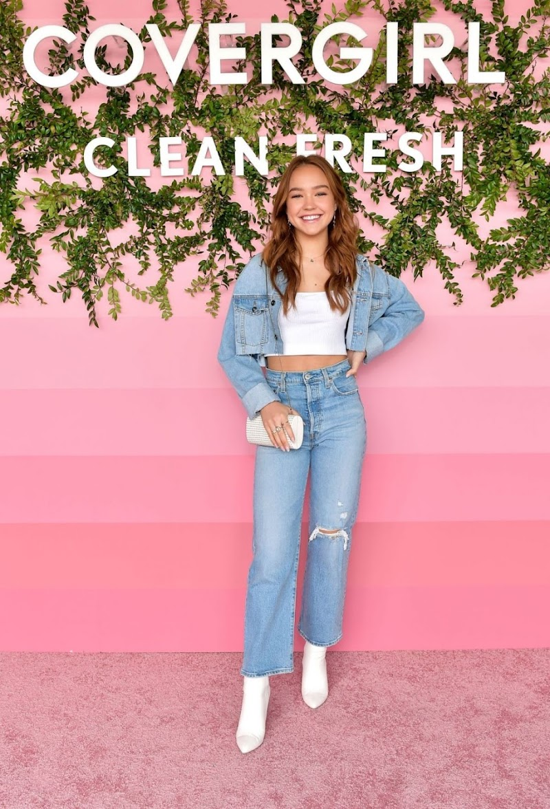 Sadie Stanley Clicks at CoverGirl Clean Fresh Launch Party in Los Angeles 16 Jan-2020