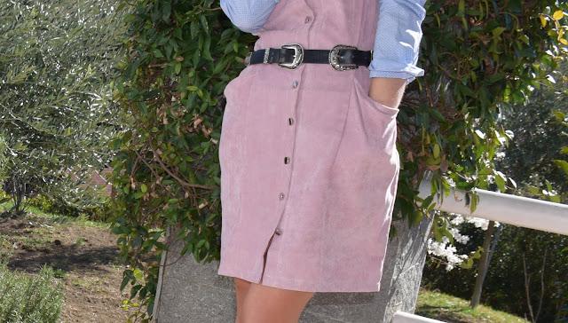 abito in velluto rosa abito rosa e camicia azzurra outfit abito scamiciato rosa abbinamento abito e camicia abito sopra camicia outfit rosa come abbinare il rosa mariafelicia magno fashion blogger colorblock by felym fashion blogger italiane blogger italiane how to wear pink pink outfit