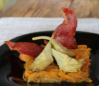 Alcachofas rehogadas con jamon y cebolla