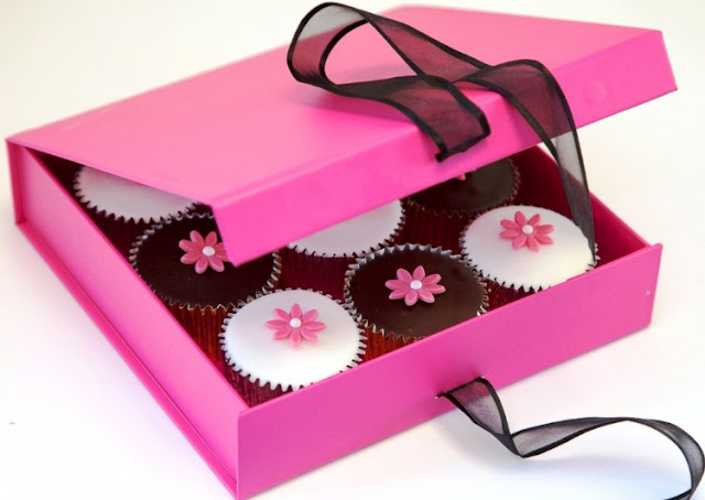 Caketoppers review and giveaway, cerise gift box,  9 cupcakes
