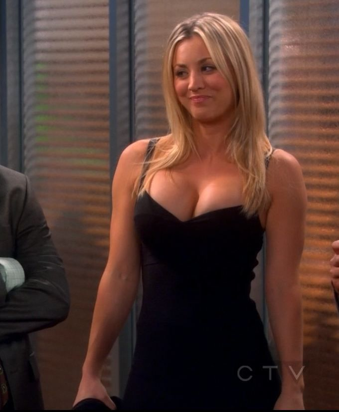 Kaley Cuoco in black outfit best moment