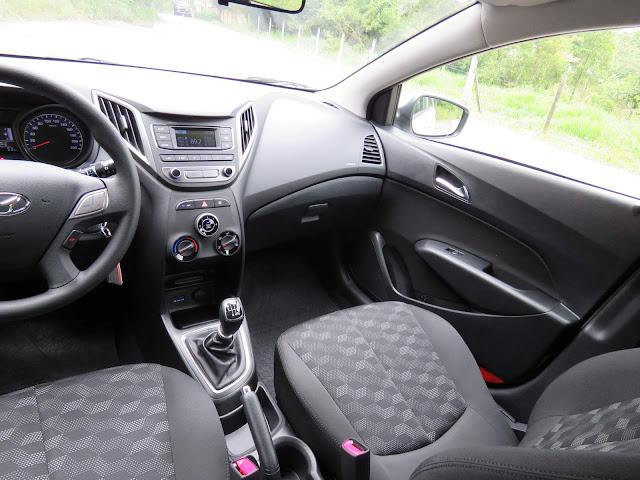 Hyundai HB20 1.6 2016 - interior - espaço interno