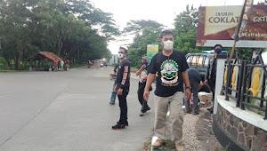 Polsek Kota Subang Bersama Ormas GIBAS Subang Bagikan Takjil Dan Masker