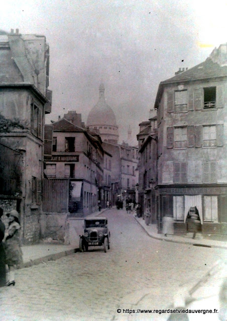 Plaque de verre  photo : Montmartre, rue Norvins, vers 1930.