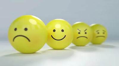 وجه مبتسم و غاضب و حزين و متضايق و عبوث