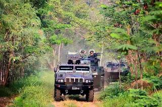 https://1.bp.blogspot.com/-y_UliBuGmkE/VqtYeNbVutI/AAAAAAAAISQ/nYLOrUzCN1I-CSwOKI81NoL3UkK5MYmLgCPcBGAYYCw/s1600/armored-vehicle-pindad.jpg