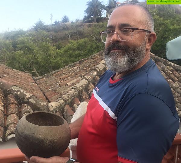 Donan al Museo Arqueológico Benahoarita una vasija procedente del Barranco del Agua