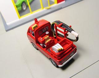 Tomica Limited Vintage LV-68a Subaru Sambar Fire Engine