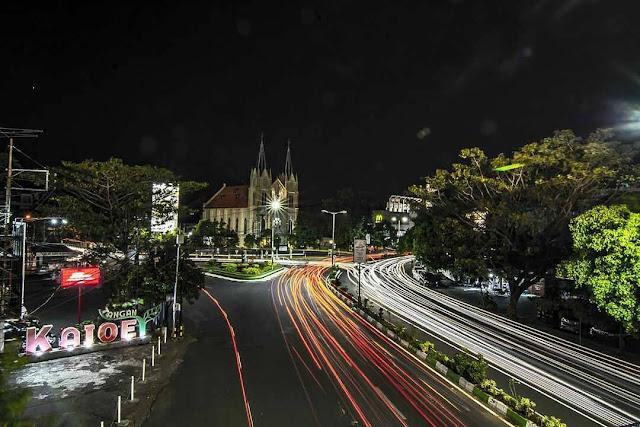 kayutangan boulevard saat malam hari