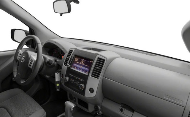 cabin-of-Nissan-fronter-4x-pro