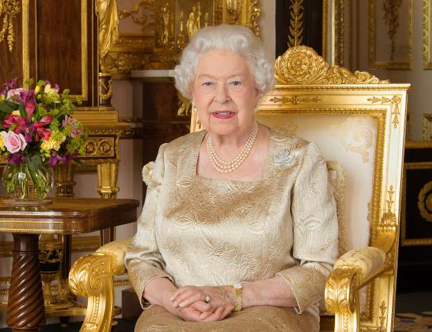Queen Elizabeth's Brand-New Portrait Features a Stunning Brooch with Hidden Meaning