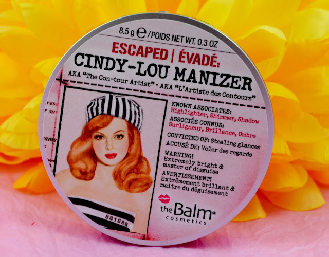 Cindy Lou - Manizer - The balm - swatches - review - highlighter - make up - contouring - highlight - highlighting powder - peach - pink - golden shimmer