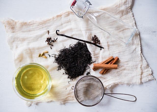 DIY: Cách làm tinh dầu chống lão hóa hiệu quả nhất