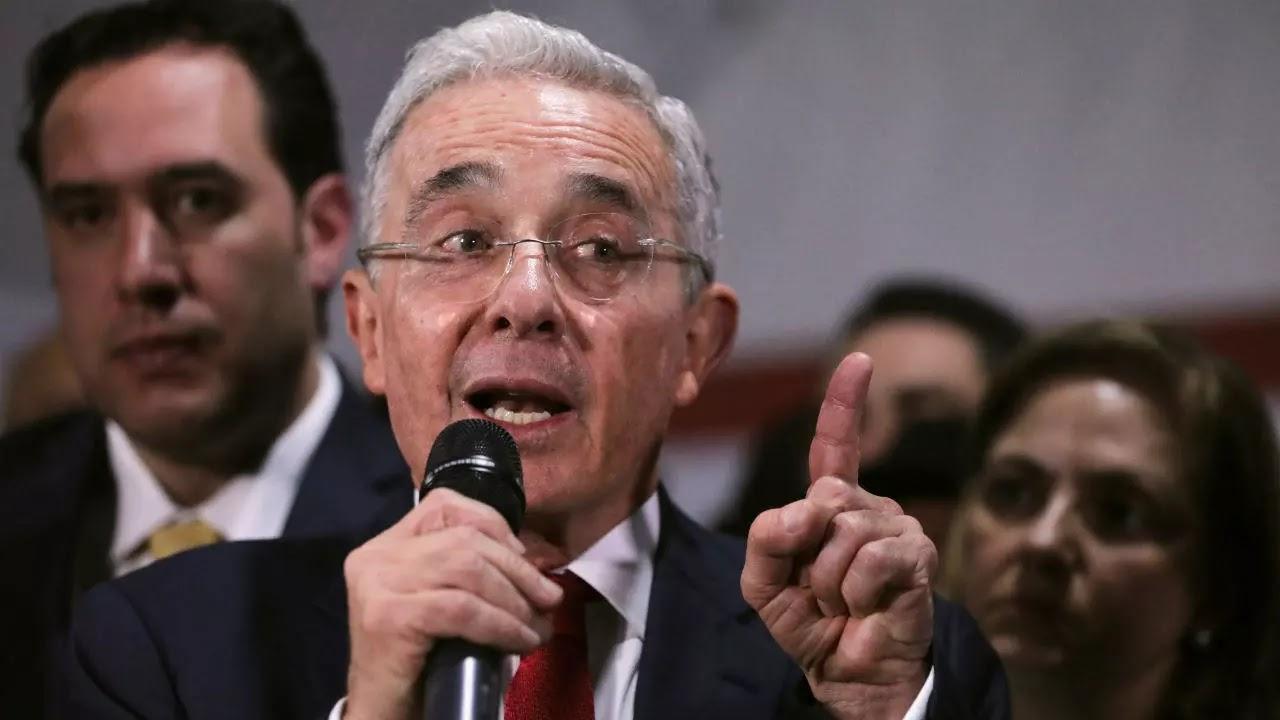 Suspenden audiencia de preclusión del caso contra Álvaro Uribe
