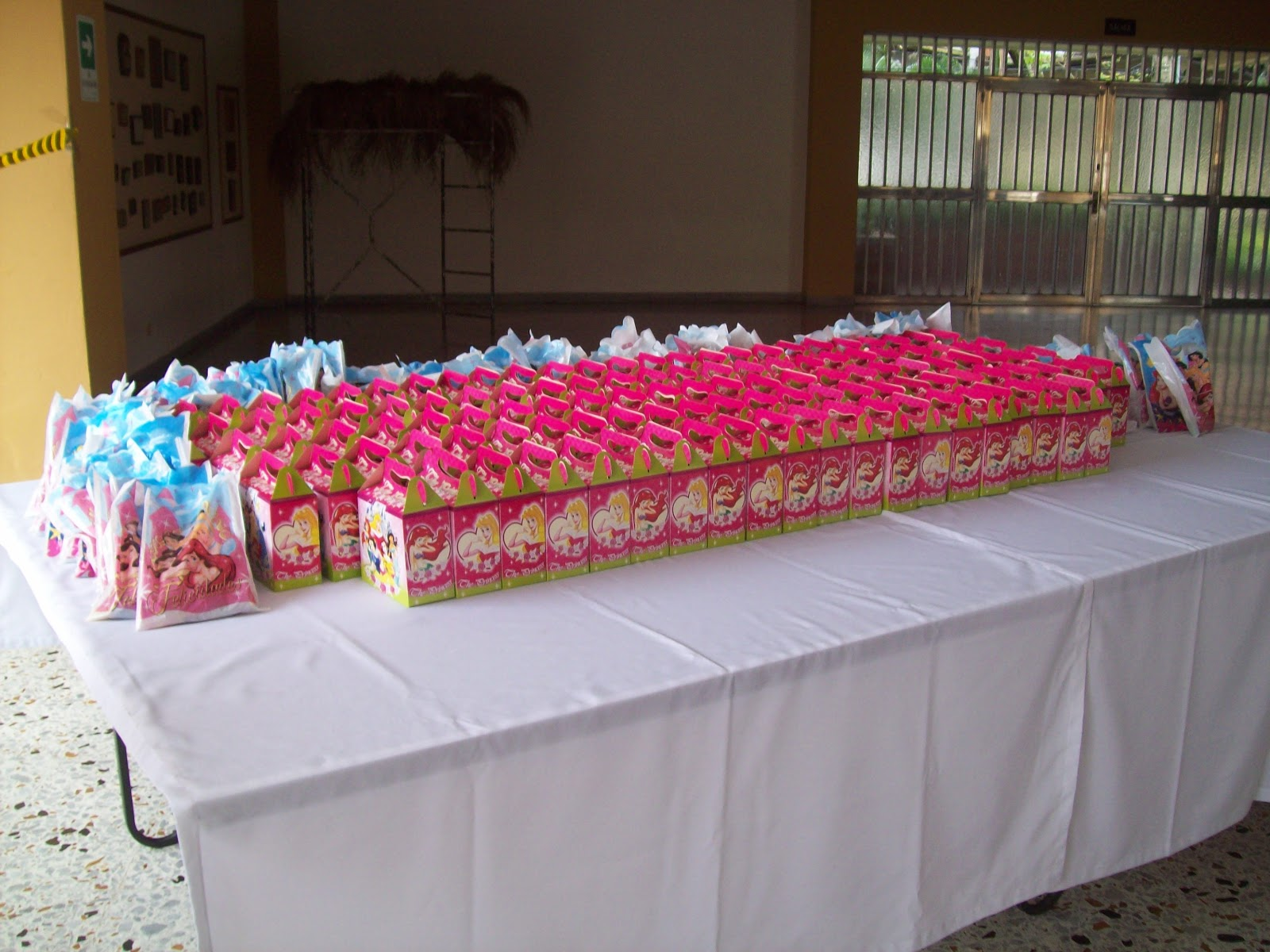 Decoracion fiesta de princesas disney figuras en icopor for Decoracion de pinatas infantiles