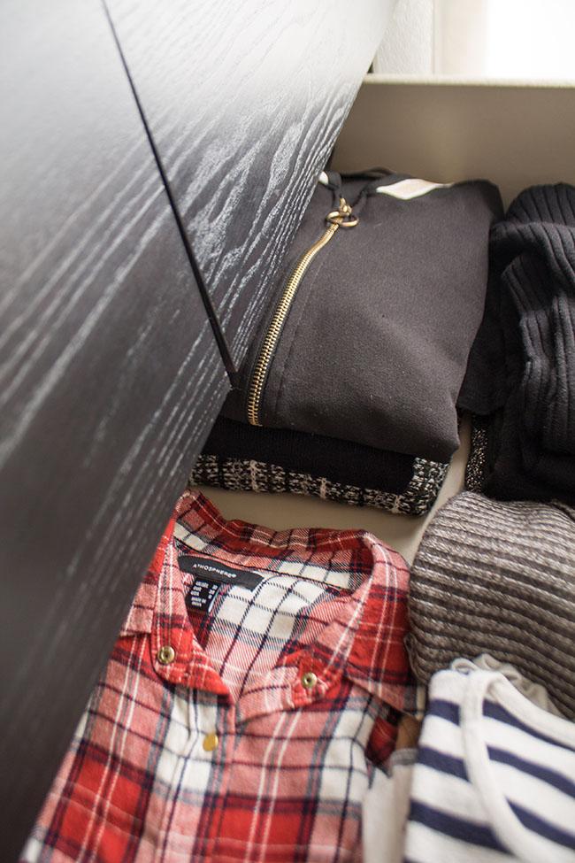 como dobrar roupas na gaveta