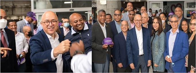 Docenas reciben a Domínguez Brito en aeropuerto JFK donde dijo RD vive crisis muy seria