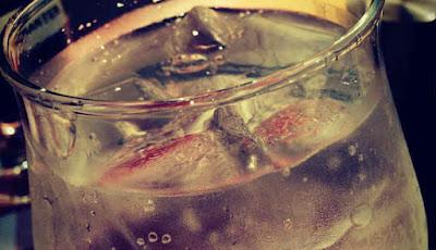 minum air es sebabkan kematian