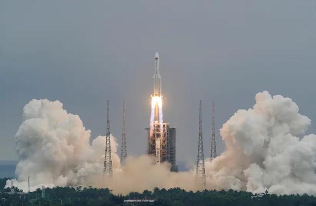 Tên lửa 5B của Trung Quốc mất kiểm soát rơi từ không gian xuống gần Maldives