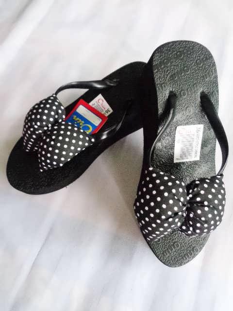 sandal spon Orin Polkadot pita hitam