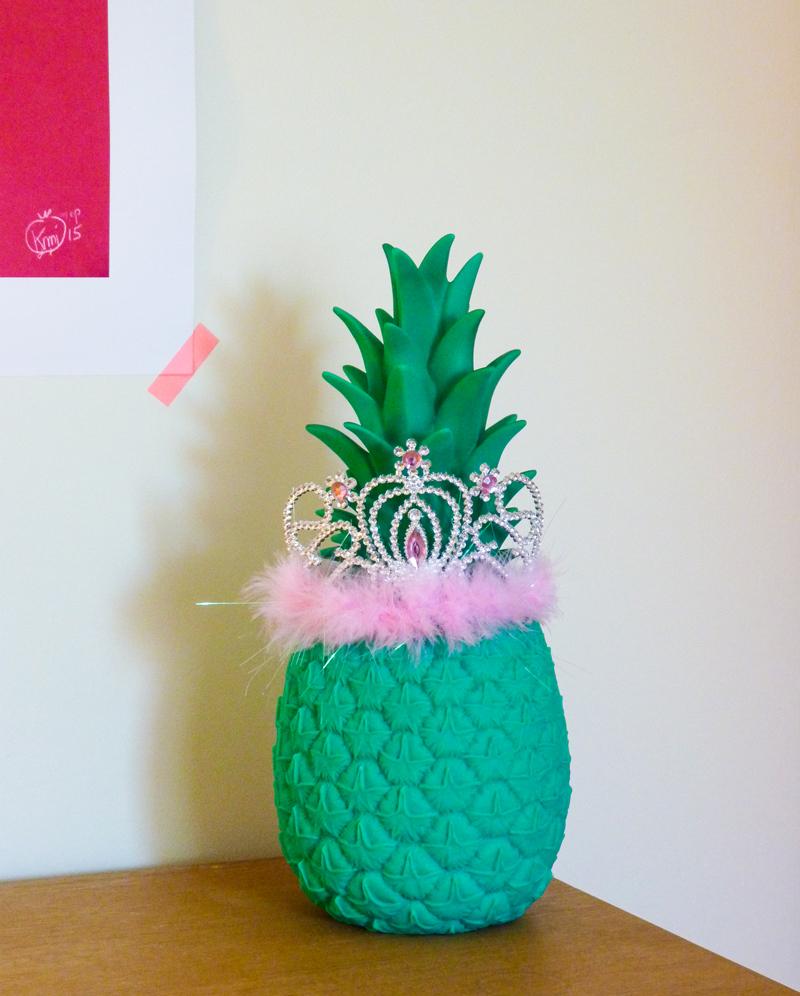 Ananas princesse. Pineapple princess : Veilleuse ananas et couronne de princesse