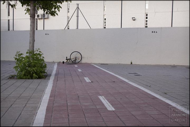 fotografía, Satán_es_mi_Señor, SEMS, Valencia, carril_bici, Arriba Extraña