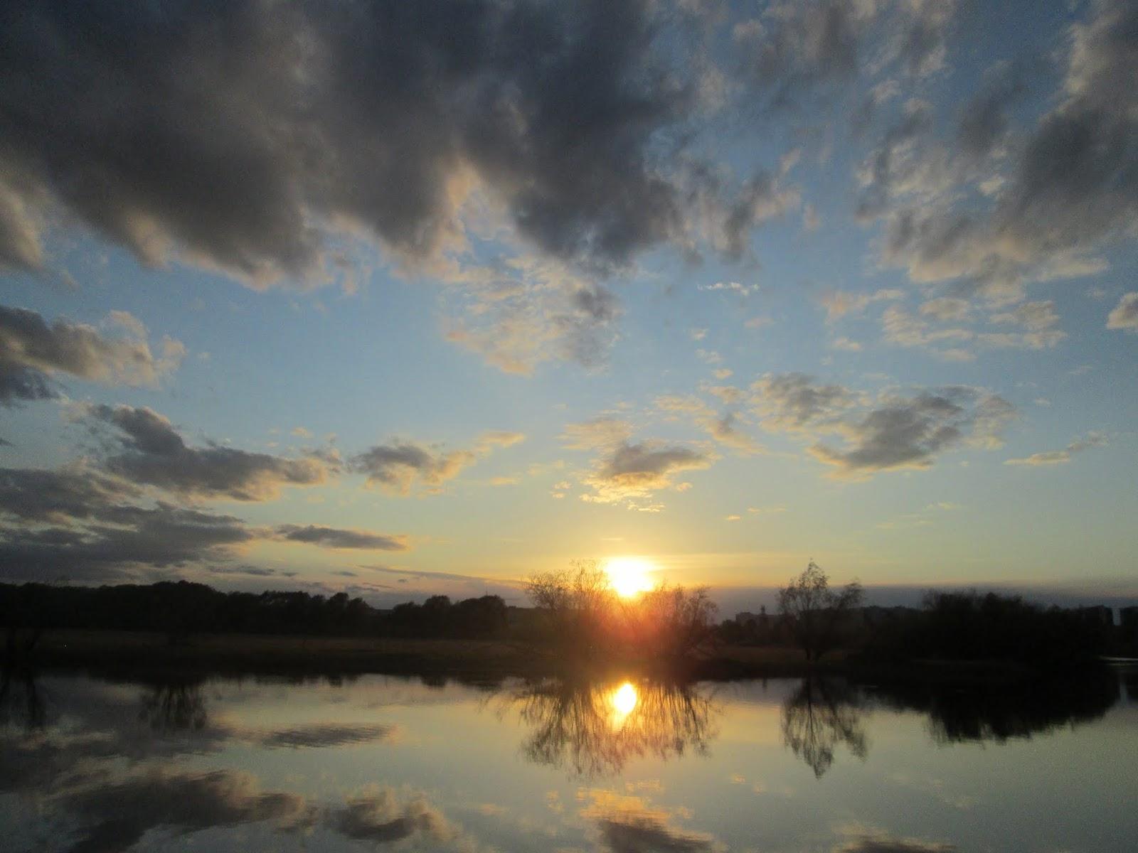 Отражение облаков в воде