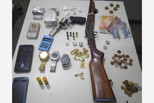 Traficante é localizado com armas e drogas em Itaberaba