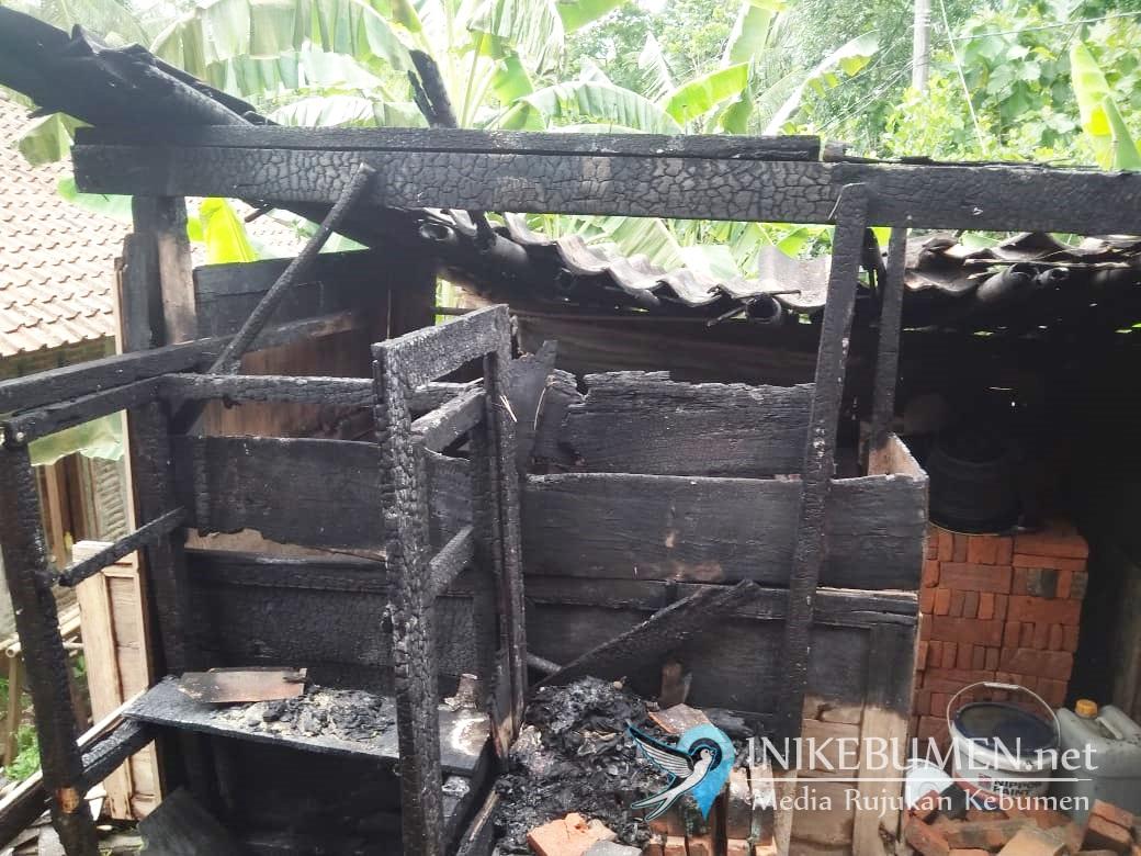 Lupa Matikan Tungku, Dapur Rumah Warga Sadang Ludes Terbakar