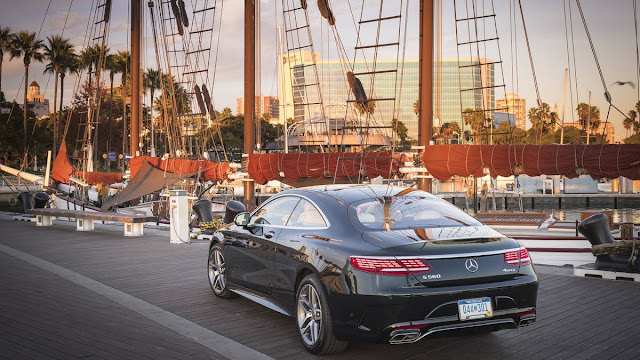 2018 New Mercedes-benz S560 comfortable back view