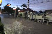 Nekat Melintas Sebuah Motor Terseret Banjir Di Magetan