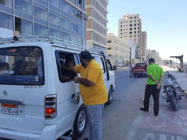 توزيع 10 آلاف كمامة على المواطنين بالمجان خلال أجازة العيد بسوهاج