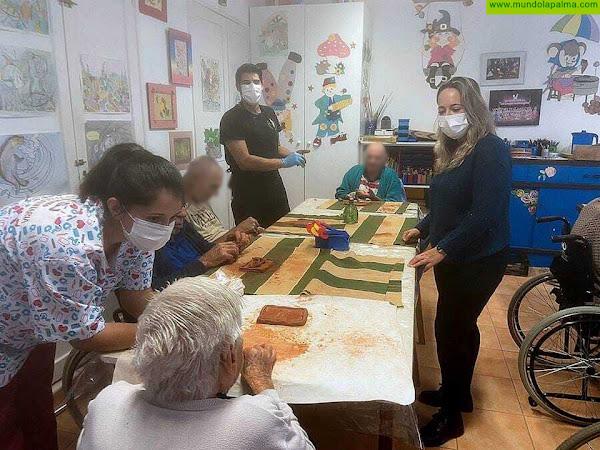 El Hospital de Dolores reanuda el taller de cerámica tradicional para sus pacientes