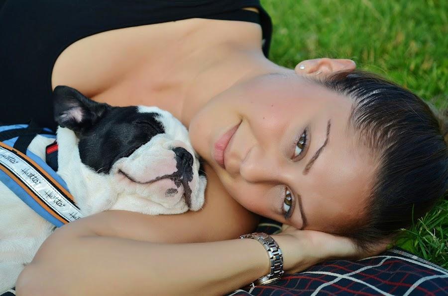 mujeres y perros