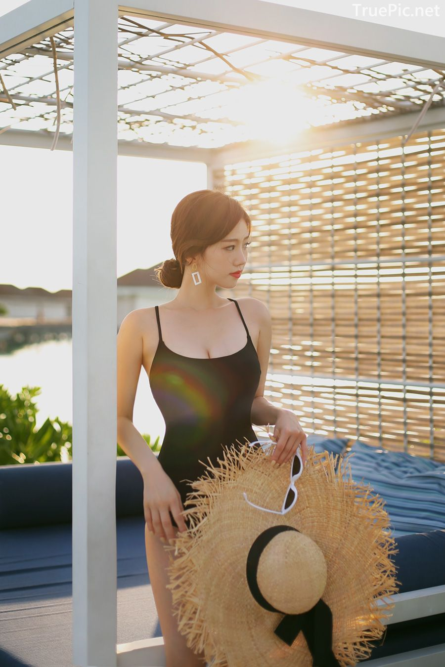 Korean model and fashion - Lee Hyunjung - Time to face me Black Monokini - Picture 1