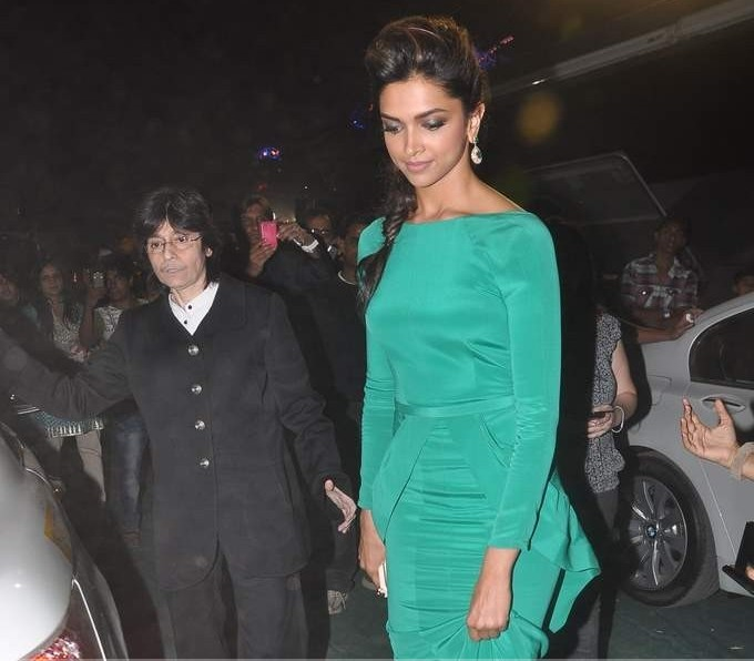 Indian Actress Deepika Padukone Latest PhotoShoot In Green Dress