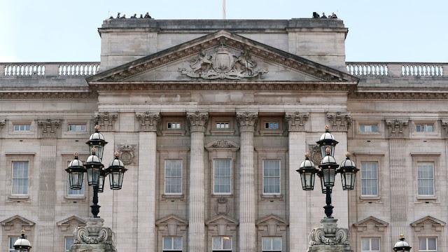 Un intruso entra en el palacio de Buckingham mientras la reina dormía a pocos metros
