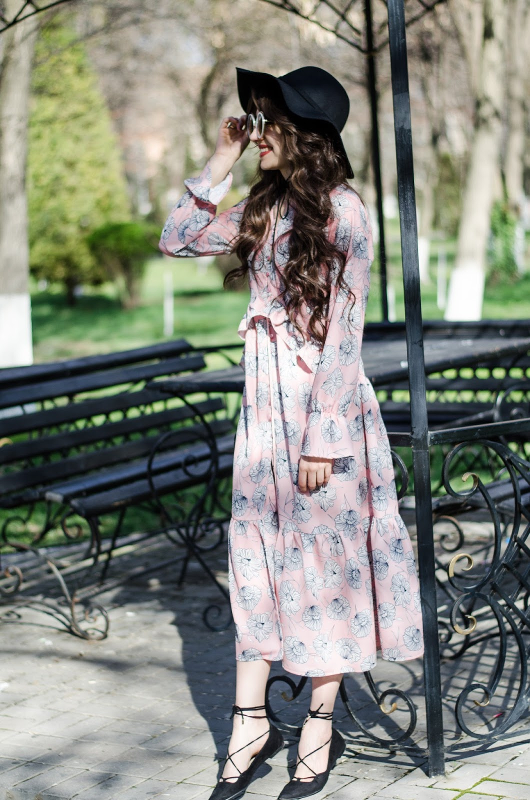 fashion blogger diyorasnotes diyora beta boho chic midi pink dress printed dress lace sandals hat oversized sunglasses
