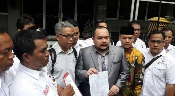 Buni Yani dan pengacara di Polda Metro Jaya/ via suara.com